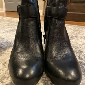 Born Leather black booties